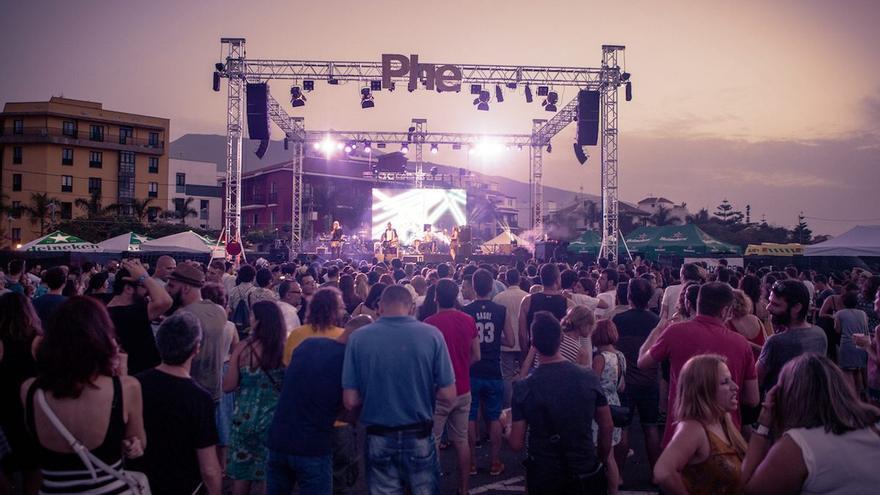 Directo en Phe Festival, en la explanada del muelle de Puerto de la Cruz