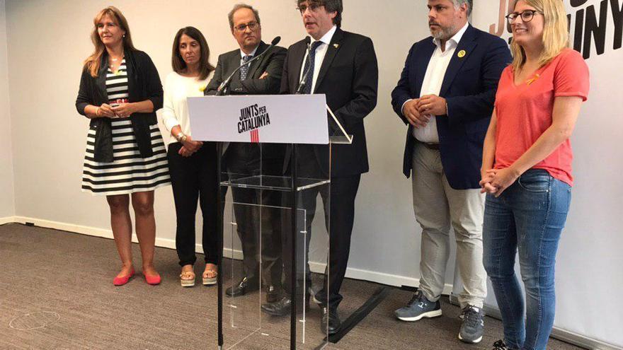 Carles Puigdemont, Quim Torra, con la cúpula de Junts per Catalunya, el 4 de septiembre en Bruselas.