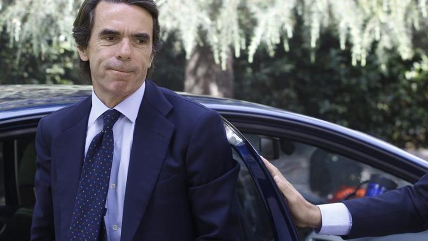 Aznar no se decanta por ningún candidato y critica a quien entierra su etapa