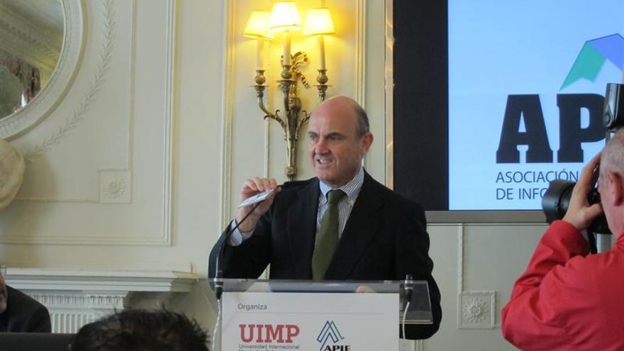 De Guindos durante su comparecencia en la UIMP