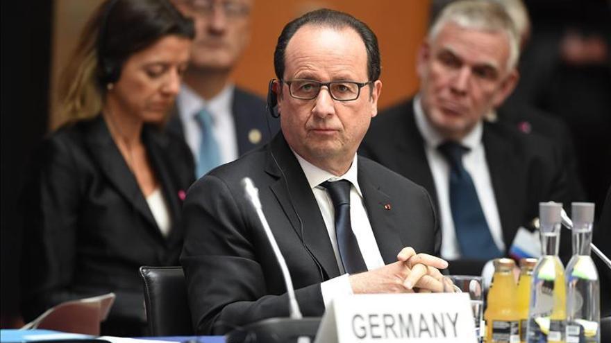 Hollande confía en que se aclare el presunto espionaje alemán a París
