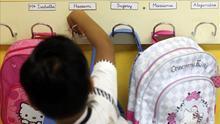 Colegios que cuadruplican la media de alumnos pobres de su barrio y otros casos extremos de segregación en Catalunya