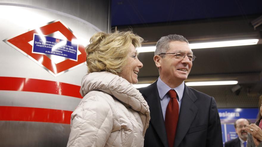 Esperanza Aguirre y Alberto Ruiz Gallardón, en la inauguración de una estación de Metro en Madrid.