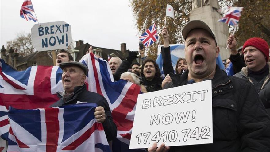 """El Reino Unido rebaja impuestos a las empresas para contrarrestar el """"brexit"""""""