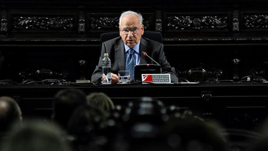 """Guerra ve al independentismo catalán con """"deseo de destruir la Constitución"""""""