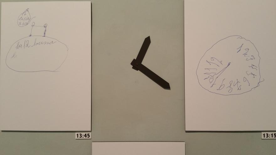 En la imagen, dos relojes realizados por dos pacientes con demencia.