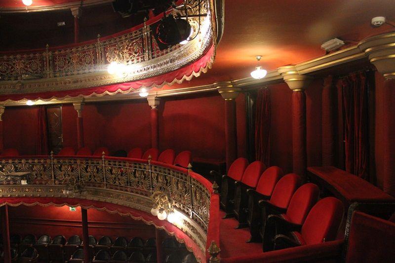 Historia del 'Teatro de Lara': estrenos sonados, tablas centenarias y entradas a dos pesetas