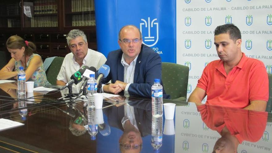 Anselmo Pestana (centro), titular del Cabildo, ha presidido el acto de presetación del progamada de actividades de 'La Noche de Los Volcanes'.