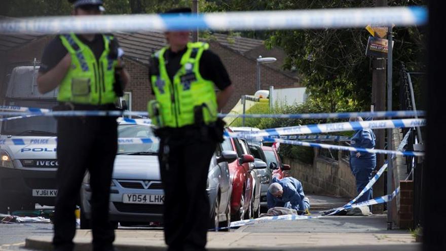 Un muerto y dos heridos en un apuñalamiento en una cárcel de Londres