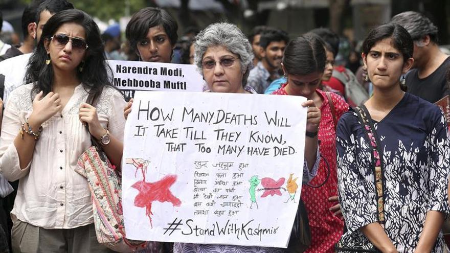 Protestas en Delhi contra el Ejército por uso excesivo de fuerza en Cachemira