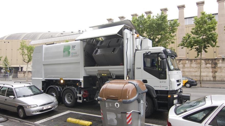 Camión de recogida de basuras en Barcelona