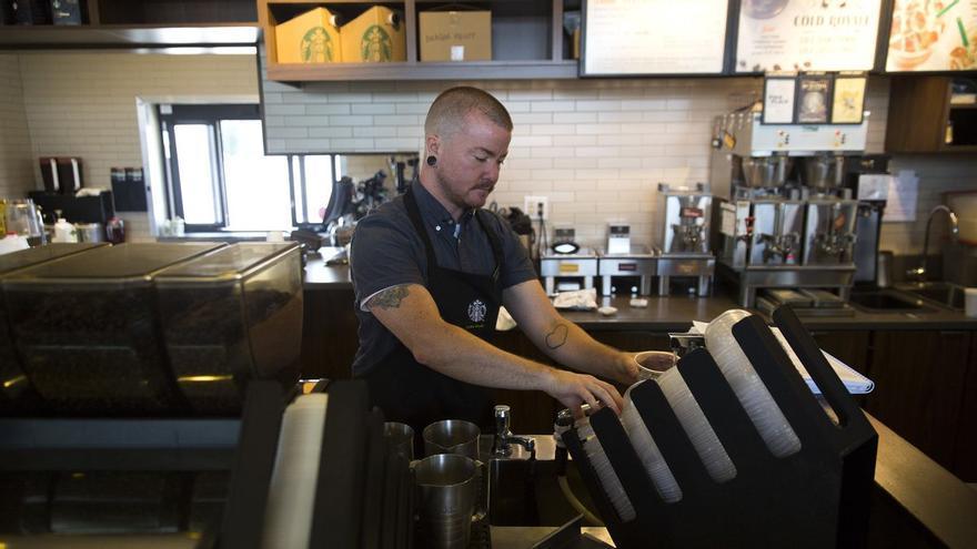 Tate Buhrmester hizo su transición de mujer a hombre gracias al seguro médico que tiene por ser empleado de Starbucks (Starbucks)