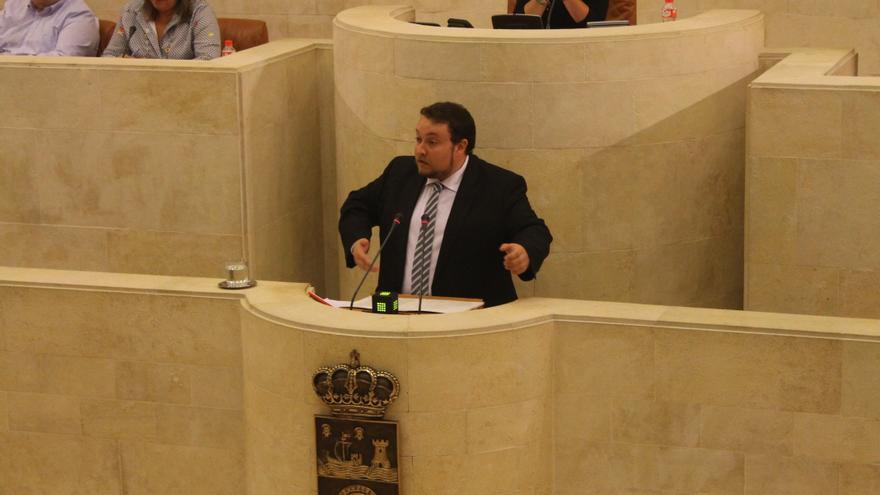 Rubén Gómez durante su comparecencia en el Parlamento