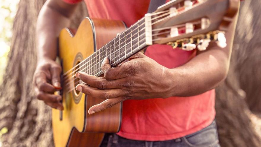 Tocar un instrumento puede ser beneficioso para la mente. (DP).