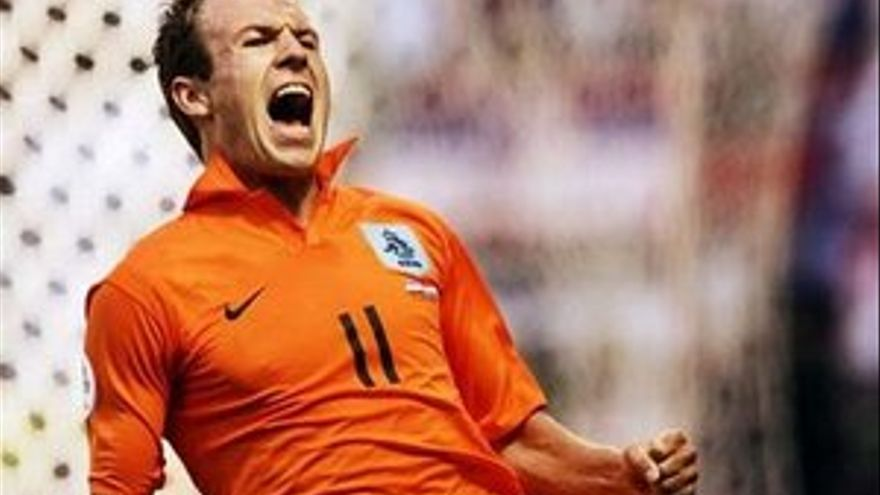 Arjen Robben será duda hasta el último momento.