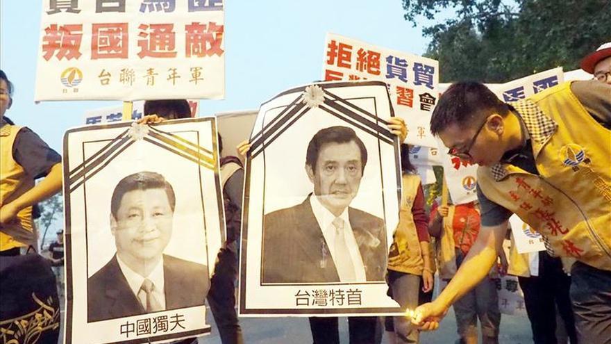 Protestas en Taiwán mientras su presidente parte hacia histórica cumbre