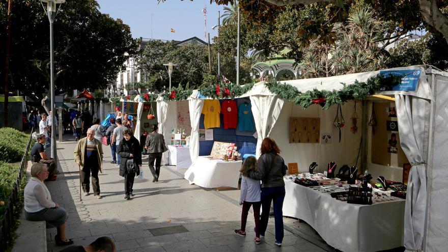 La 22ª Feria de Artesanía, en el Parque de San Telmo (Las Palmas de Gran Canaria).