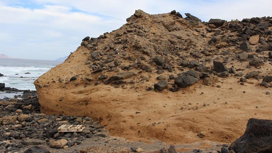 Pared formada por sedimentos, dragada del charcón de La Santa.