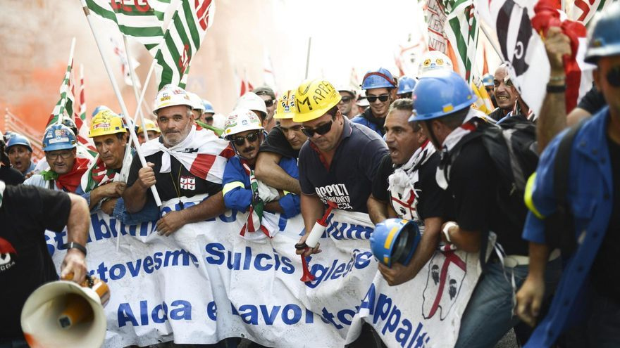 Un herido durante una protesta de empleados de la multinacional Alcoa