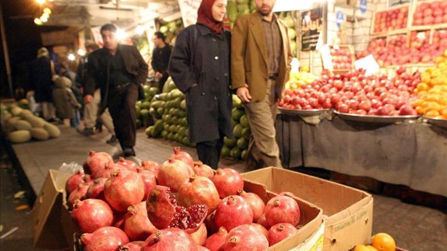 """Los frutos secos brillan en fiesta del solsticio del invierno """"Yalda"""" en Irán"""
