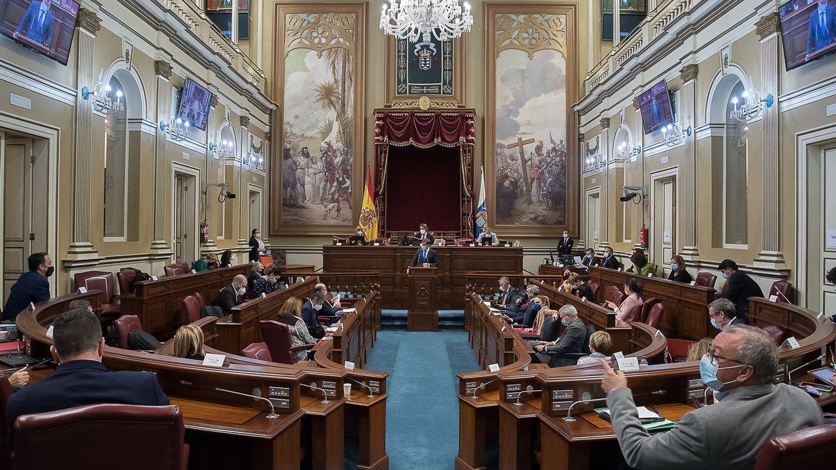 Imagen de archivo de un pleno del Parlamento de Canarias. (Flickr Parcan).