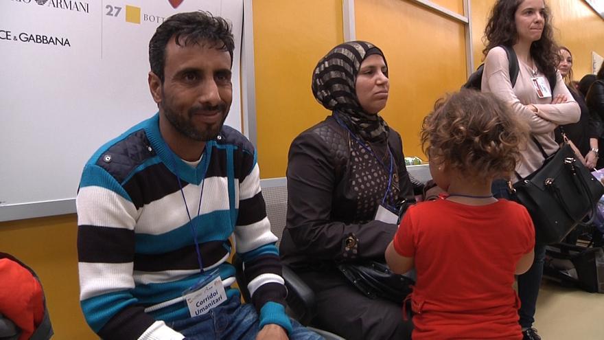 Samer y sus cuatro hijos, refugiados sirios, han sido trasladados desde un campo de refugiados de Líbano, donde vivieron cuatro años. | Foto: Ismael Monzón.