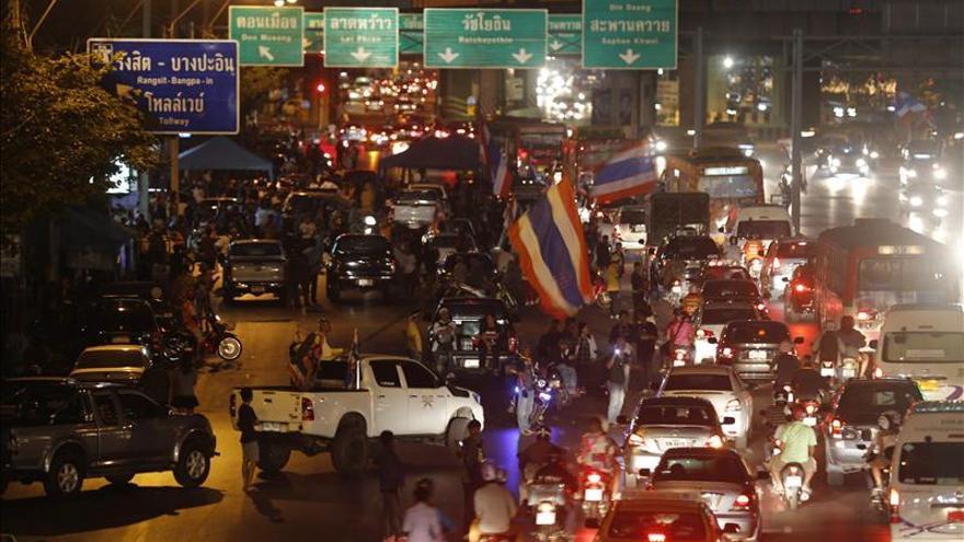 Los antigubernamentales tailandeses se movilizan para bloquear Bangkok