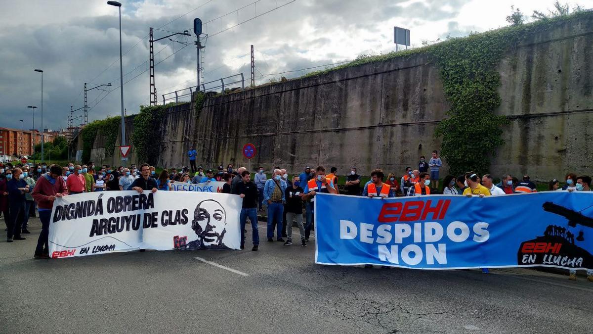 Manifestación contra los despidos en el Puerto de Gijón