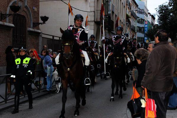El escuadrón de caballería de la Policía Municipal de Madrid participó en las Vueltas de San Antón | Fotografía: SOMOSCHUECA