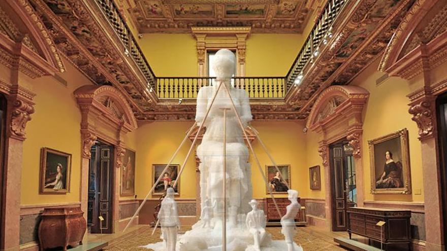 Fotografía facilitada por el museo Lázara Galdiano de una estatua de sal pétrea de seis metros de alto del artista Javier Viver.