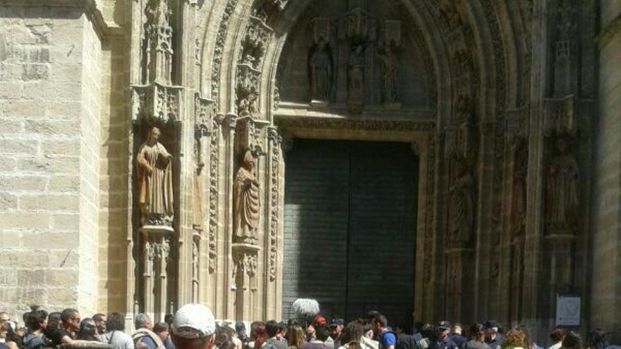 La protesta por el desalojo ha pasado también por la Catedral de Sevilla.