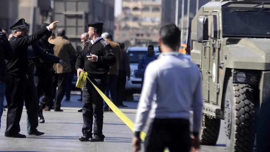 Al menos cinco policías mueren en un ataque de pistoleros al sur de El Cairo