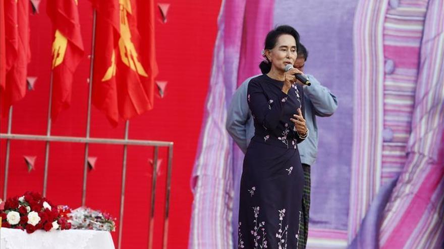 Suu Kyi advierte ante sus seguidores contra el fraude electoral en Birmania