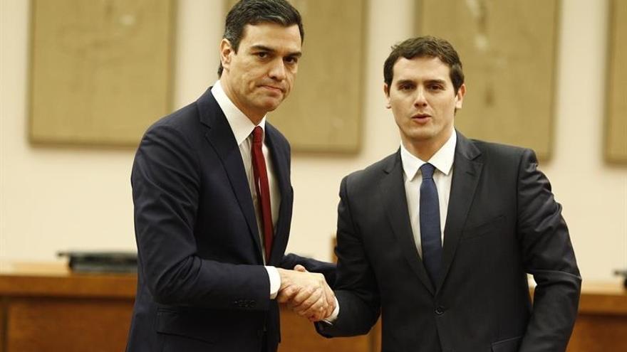 Pedro Sánchez y Albert Rivera durante el acto de rúbrica de su pacto el pasado mes de febrero.
