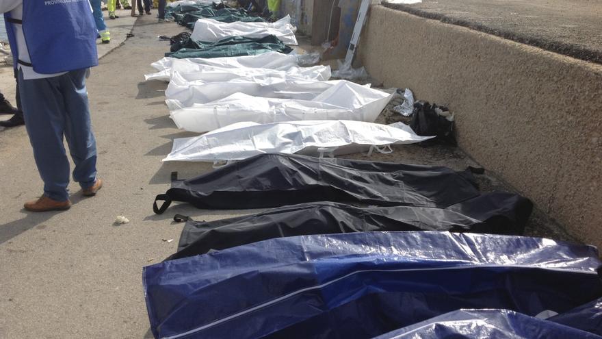 Cuerpos de algunas de las personas fallecidas al intentar alcanzar la isla italiana de Lampedusa/ Nino Randazzo (AP)