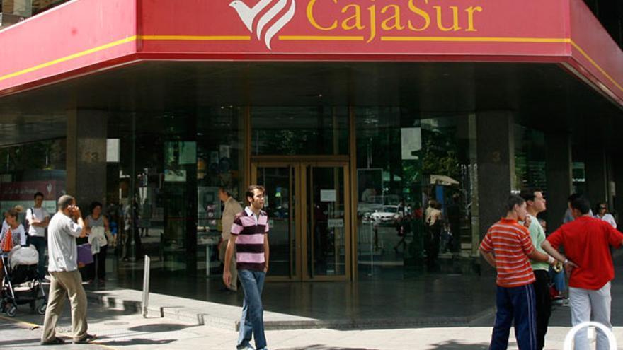 Edificio central de Cajasur en Ronda de los Tejares | MADERO CUBERO