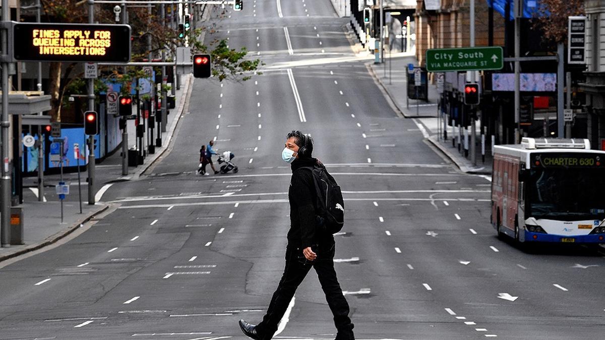 Sídney, la capital de Australia, se cierra por completo para combatir un brote asociado a la variante Delta.