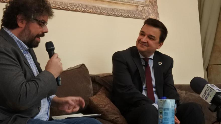 Sergio del Molino con Francisco Martínez Arroyo