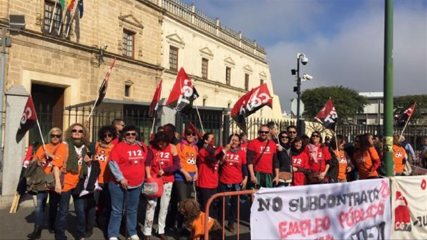 Trabajadores concentrados este martes a las puertas de Parlamento