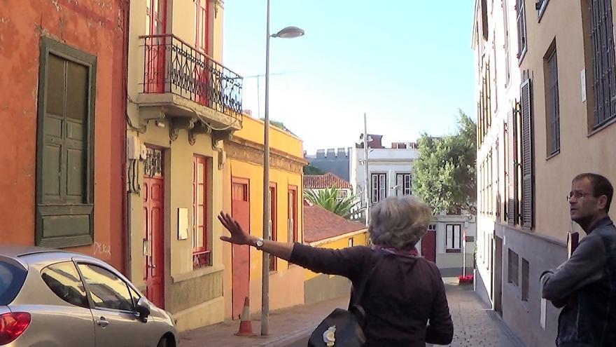 Ramón Trujillo, en una de las calles con inmuebles con valor histórico, en Santa Cruz