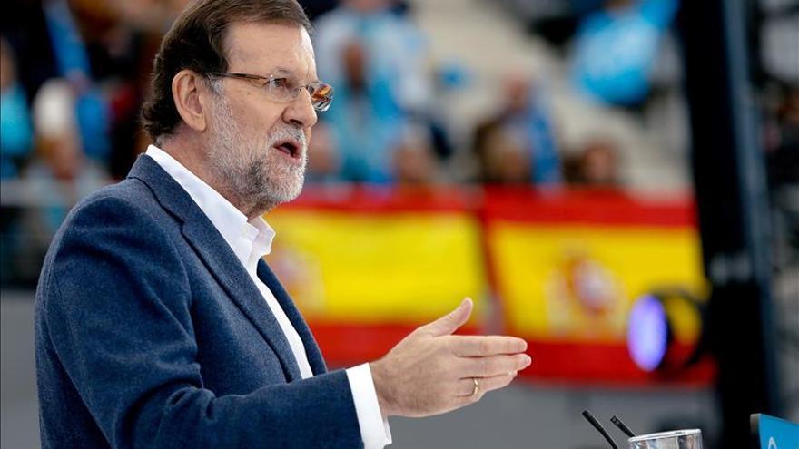 """Rajoy avisa del """"papel mojado"""" que prometen quienes sólo quieren echar al PP"""