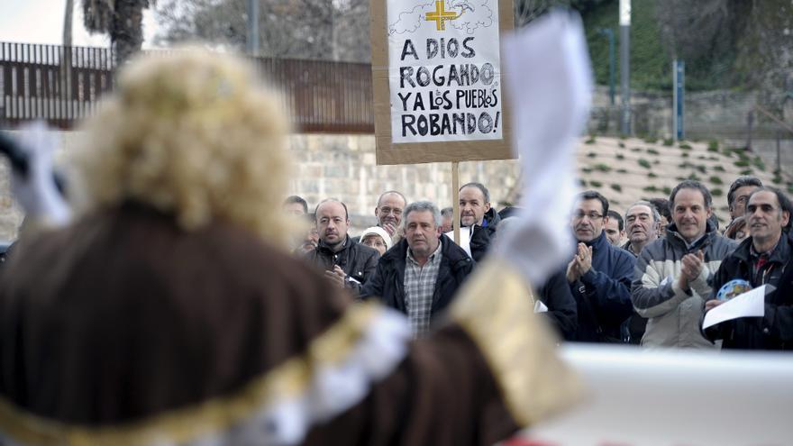 Protestas frente al Arzobispado de Pamplona / EFE