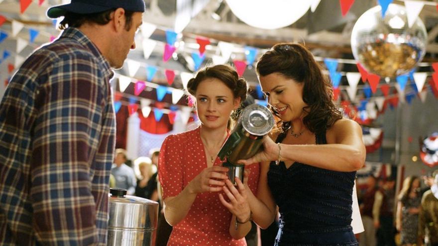 Las chicas Gilmore en una típica fiesta de Stars Hollow