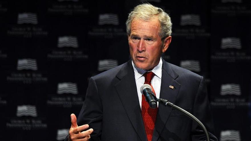 El expresidente Bush entregará un premio al liderazgo al cantante Bono