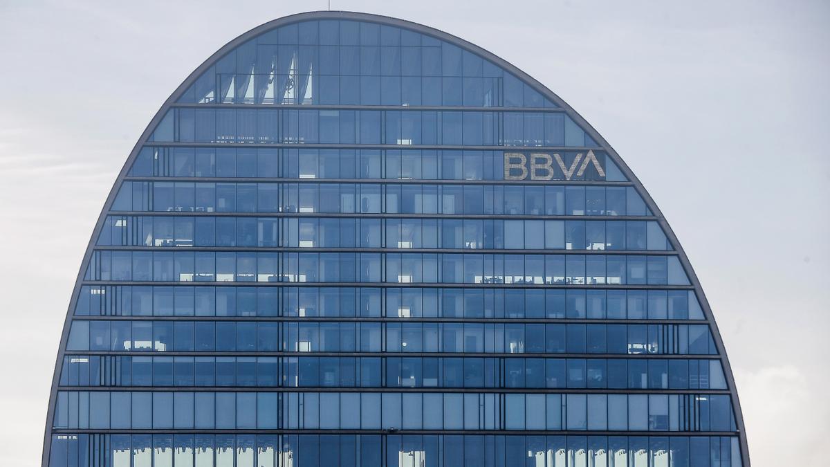Fachada de la sede corporativa del BBVA. EFE/Emilio Naranjo/Archivo