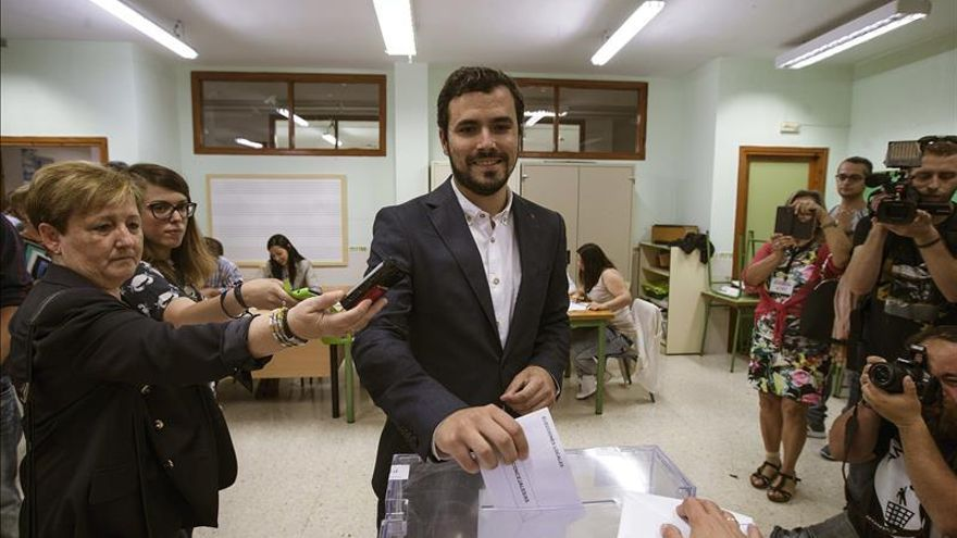 Garzón dice que IU vota con esperanza y entusiasmo y para que la derecha no gobierne