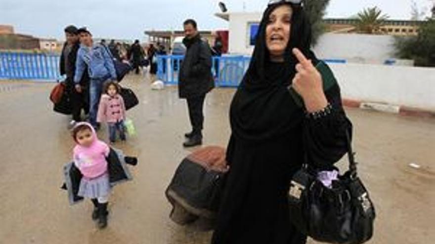 Hasta 5.000 libios cruzan la frontera con Túnez