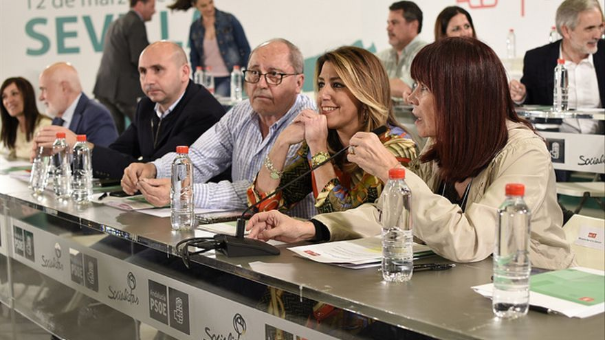 Susana Díaz junto a Micaela Navarro y Juan Cornejo, durante el comité director del PSOE andaluz.