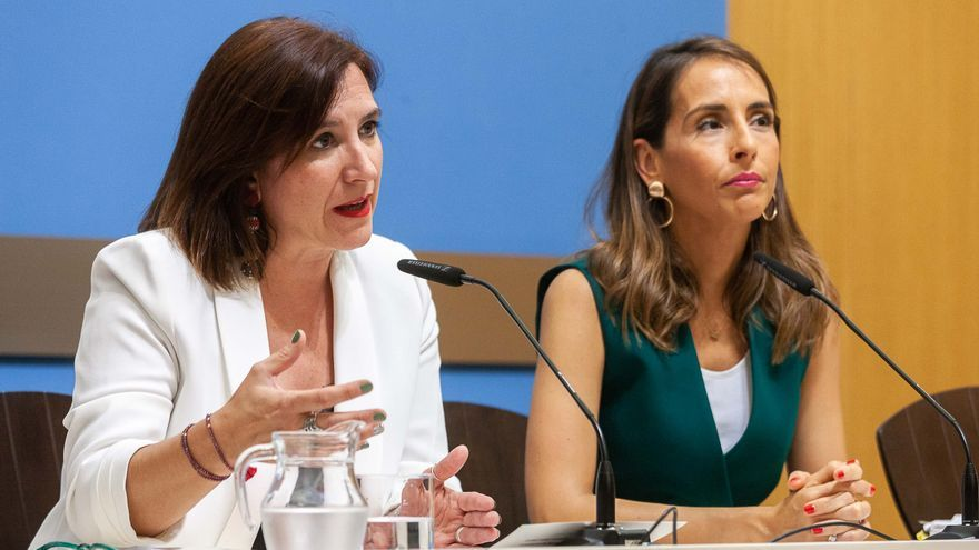 La vicealcaldesa de Zaragoza, Sara Fernández (Ciudadanos), y la consejera de Hacienda, María Navarro (PP)