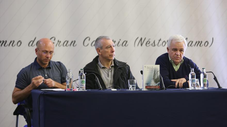 Juan Carlos Lorenzo, coordinador de CEAR en Canarias, Miguel Pajares y el consejero de Consejero de Cooperación Institucional y Solidaridad Internacional, Carmelo Ramírez